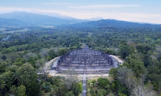 The Borobudur in Central Java, the world's largest Buddhist temple